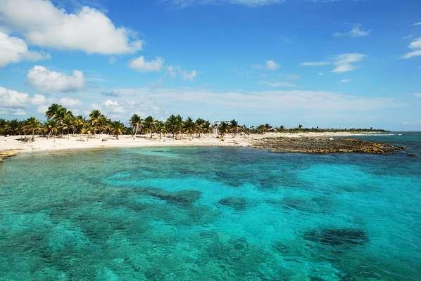 Praias de Costa Maia têm águas cristalinas