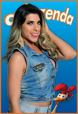 """A modelo Ana Paula Minetato, de 24 anos, é musa da escola de samba Gaviões da Fiel. Solteira, ela que já posou nua para a revista """"Sexy"""" e atualmente apresenta um programa de rádio."""