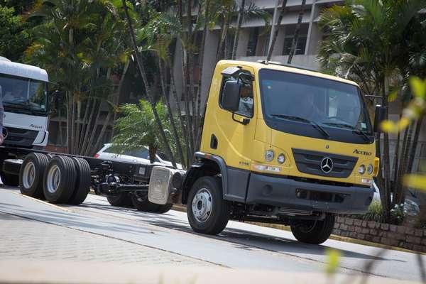 Novo Accelo: características de um caminhão leve, mas com capacidade de carga de um médio