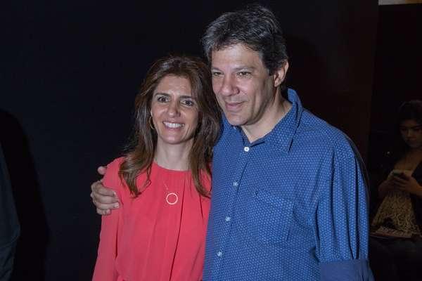Fernando Haddad e sua esposa compareceram ao desfile deAlexandre Herchcovitch, no São Paulo Fashion Week Inverno 2016