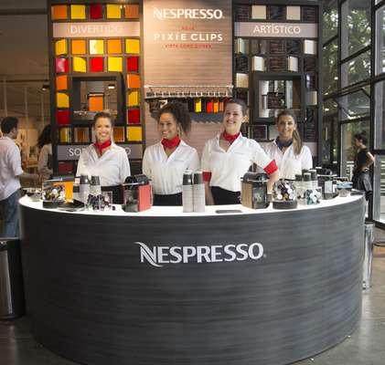 A Nespresso escolheu a 40ª edição da São Paulo Fashion Week para apresentar a máquina de café Pixie Clips, que pode ser personalizada de acordo com o estilo do dono