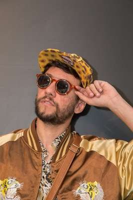 Francesco Romano Vila, 28, stylist, usa óculos da marca Sérgio K