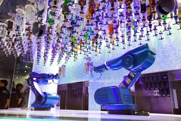 Bionic Bar - A tecnologia dita as regras nesse bar totalmente automatizado a bordo dos navios da classe Quantum da Royal Caribbean International. O Bionic Bar conta com robôs bartenders, que preparam os drinques pedidos pelos hóspedes através de tablets. Além de misturas clássicas é possível criar os seus próprios coquetéis