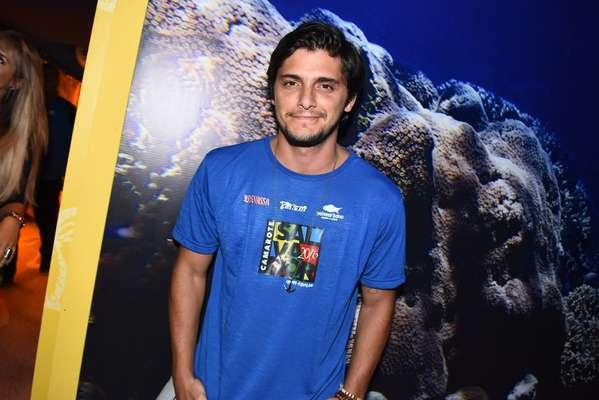 O ator Bruno Gissoni aproveitou a primeira noite de Carnaval em Salvador