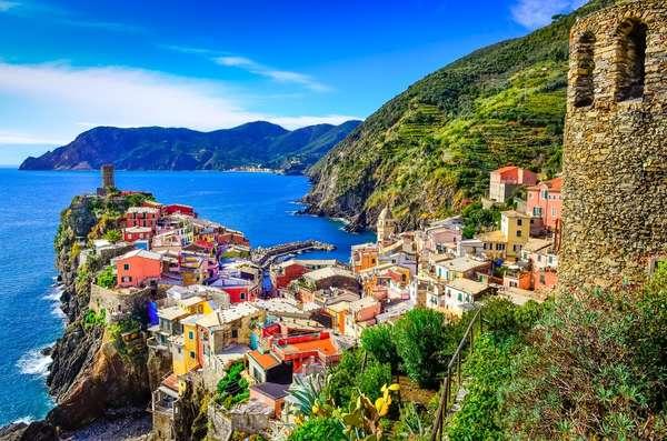 Cinque Terre - As cinco vilas de frente para o mar de Cinque Terre, na Riviera Italiana, são imperdíveis. Riomaggiore, Manarola, Corniglia, Vernazza e Monterosso têm algumas das mais belas praias do mundo. A costa de 18 quilômetros é repleta de rochas, baías e praias, com montanhas paralelas ao litoral que causam um visual impactante