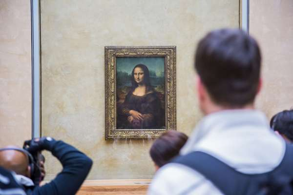 Louvre – Um dos mais famosos e importantes museus do mundo, o Louvre é um patrimônio de Paris, na França. Inaugurado em 1793, o museu tem uma das coleções mais impressionantes de obras da arte mundial. Entre os mais famosos estão a pintura da Mona Lisa, de Leonardo da Vinci, e a escultura da Vênus de Milo, de Alexandre de Antioquia. É boa pedida nas escalas dos cruzeiros fluviais que passam por Paris.