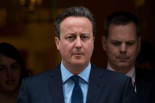 Ian Cameron, o pai do primeiro-ministro do Reino Unido David Cameron (foto), é uma das personalidades citadas no Panama Papers. Segundo a BBC e The Guardian, Ian, que morreu em 2010, usou os serviços de uma offshore para blindar sua empresa Blairmore Holdings Inc da Receita Federal britânica.