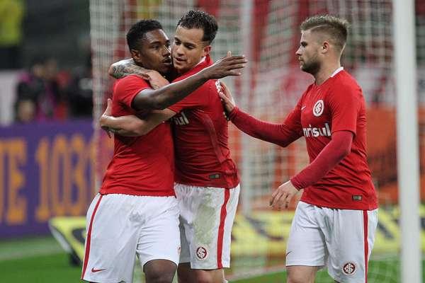Vitinho marcou o gol que garantiu o triunfo do Inter sobre o Atlético-PR por 1 a 0; equipe gaúcha está invicta no torneio