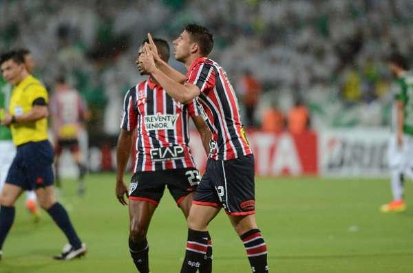 Atlético Nacional avanzó hoy a su tercera final de Copa Libertadores tras vencer por 2-1 a Sao Paulo en el estadio Atanasio Girardot de Medellín.