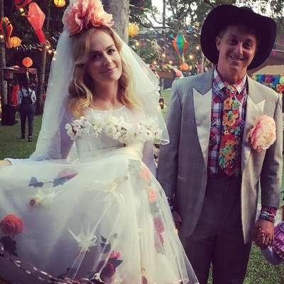 Angélica e Luciano Huck começaram o mês organizando uma grande arraiá em sua casa, no Rio de Janeiro. Sorridentes e vestidos de noivos, o casal recebeu vários amigos e famosos para o festerê.