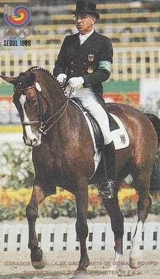 Reiner Klimke (Alemanha), disputou os Jogos de 1960, 1964, 1968, 1976, 1984 e 1988. Totaliza 8 medalhas – seis de ouro e duas de bronze