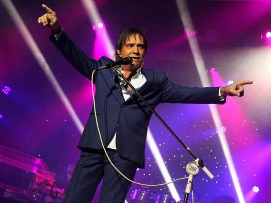 Roberto Carlos vai fazer um show de cifras milionárias em Cuba, como informou a coluna 'Terraço Paulistano' da revista 'Veja São Paulo'