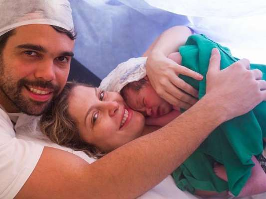 Bárbara Borges mostrou o rosto do filho, Theo Bem, nascido nesta segunda-feira, 15 de agosto de 2016: 'Bebezão olímpico'