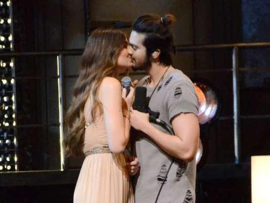 Luan Santana e Camila Queiroz trocam beijos em gravação do DVD '1971' nesta quinta-feira, dia 18 de agosto de 2016