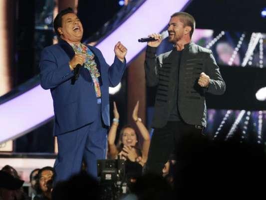 28 de abril del 2016, Juanes y Juan Gabriel cantan a dúo 'Querida'.