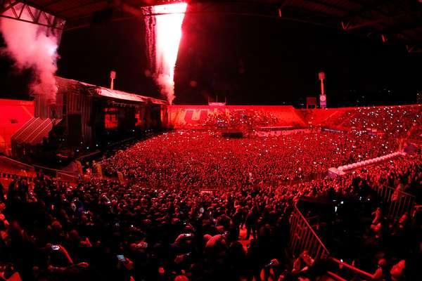 Más de 20 mil personas llegaron hasta el Estadio Santa Laura para una gran jornada de rock, punk y metal lideradas por Rammstein, The Offspring y Meshuggah, donde además contó con los shows de Valium, All Tomorrows, Anti-Flag, HellYeah y Dead Kennedys.