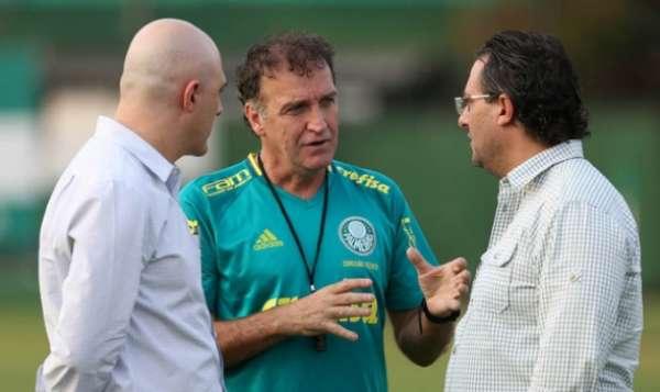 Maurício Galiotte fala com Cuca e Alexandre Mattos
