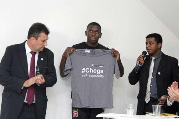 Jomar recebeu camisa personalizada do projeto durante lançamento de relatório