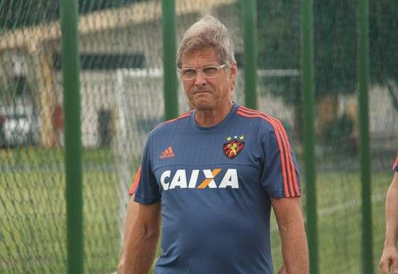 Oswaldo de Oliveira está com 65 anos