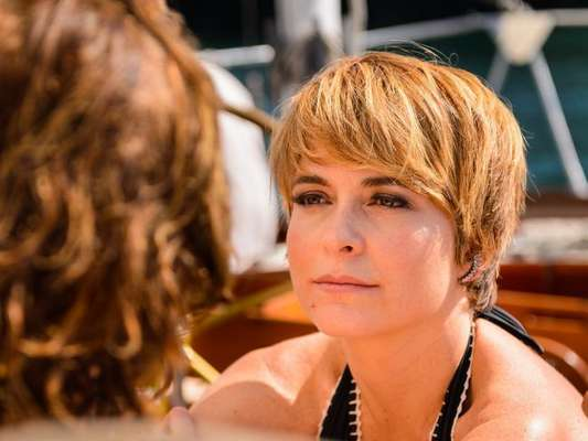 Helô (Claudia Abreu) diz a Pedro (Reynaldo Gianecchini) que eles terão que se afastar por um tempo, na novela 'A Lei do Amor', a partir de 20 de outubro de 2016