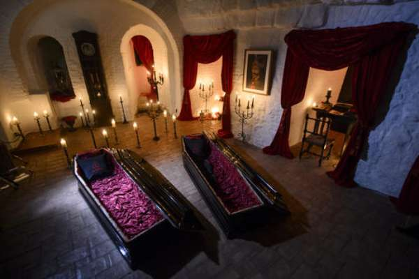 FOTOS: Estadía gratis para Halloween en el Castillo de Drácula
