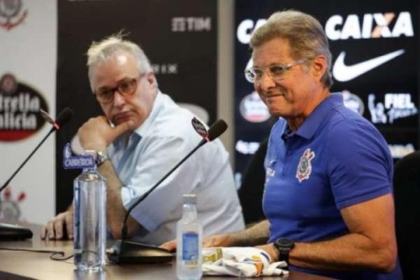 Oswaldo e presidente do Timão, Roberto de Andrade