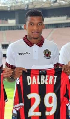 Dalbert chegou ao Nice no início desta temporada, após boa passagem pelo Vitória de Guimarães