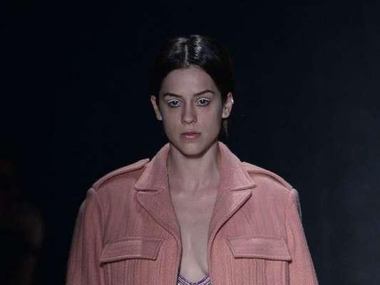 Sophia Abrahão vibrou ao estrear no São Paulo Fashion Week, nesta quarta-feira, 26 de outubro de 2016: 'Realizei mais um sonho profissional'