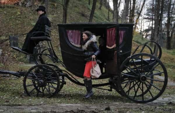 Tami Varma y su hermano Robin van a pasar la noche de Halloween en los dos ataúdes en el castillo en Transilvania que inspiró la leyenda de Drácula.