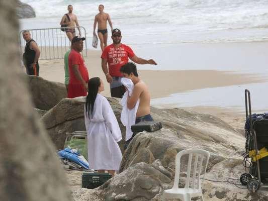Larissa Manoela e João Guilherme filmam em praia do Rio nesta quinta-feira,  dia 241198485a