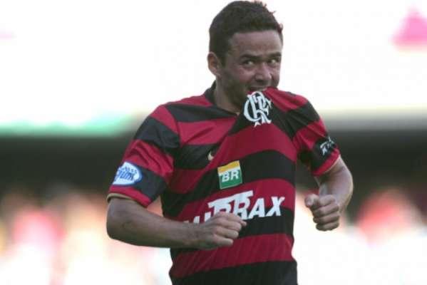 Juan tem 32 gols pelo Flamengo e é o sétimo artilheiro da equipe no século