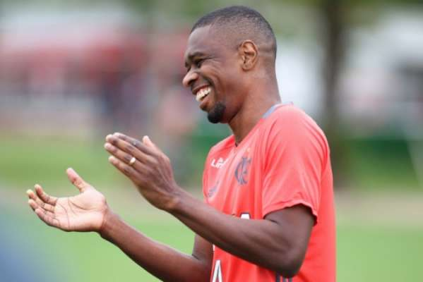 Juan renovou com o Flamengo por mais um ano