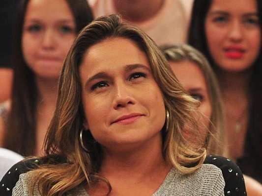 Fernanda Gentil chorou ao falar da tragédia envolvendo o time da Chapecoense, no 'Esporte Espetacular' deste domingo, 4 de dezembro de 2016: 'Mensagem de carinho'