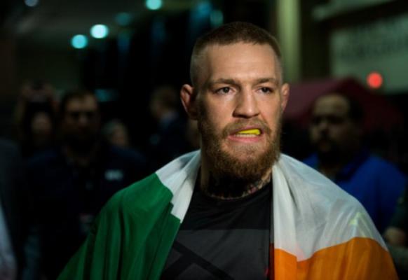 Conor McGregor é o campeão dos leves do UFC