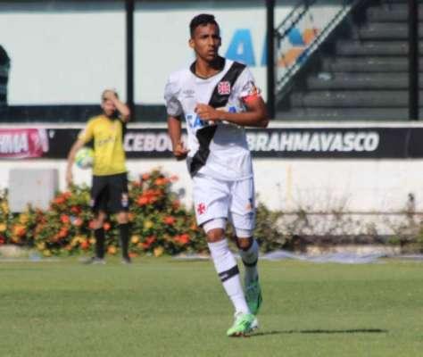 Confira fotos a seguir de Caio Monteiro com a camisa do Vasco na galeria especial do LANCE!