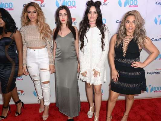 Camila Cabello, ex-Fifth Harmony, nega desavenças ao deixar grupo em postagem nesta segunda-feira, dia 19 de dezembro de 2016
