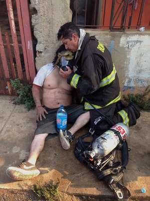 Un mega incendio afectó la tarde de este lunes a la zona de Laguna Verde, el cual se propagó a sectores poblados de Valparaíso debido al intenso calor y el fuerte viento. Más de 50 casas fueron consumidas en Montedónico, Puertas Negras y Playa Ancha y casi 500 personas debieron ser evacuadas.