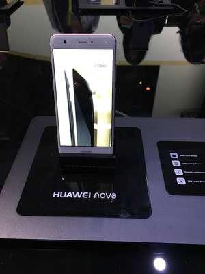 El catálogo de productos 2017 de Huawei abarca desde poderosos telefónos inteligentes hasta innovaciones wereables.