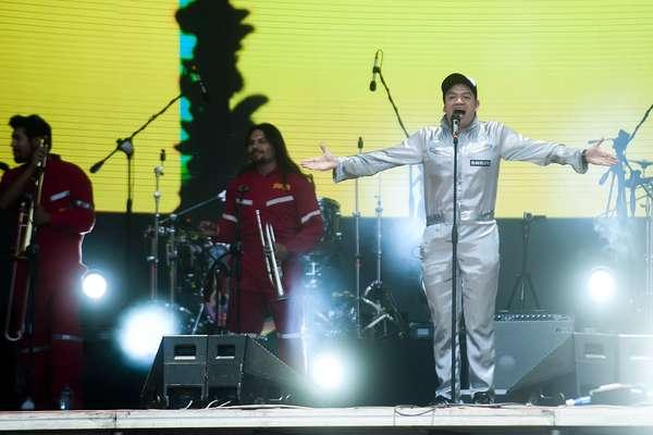 La Cumbre del Rock Chileno comenzó desde temprano con un desfile de artistas nacionales que esperaban por el gran broche de oro de la jornada: la despedida de Jorge González de los escenarios.