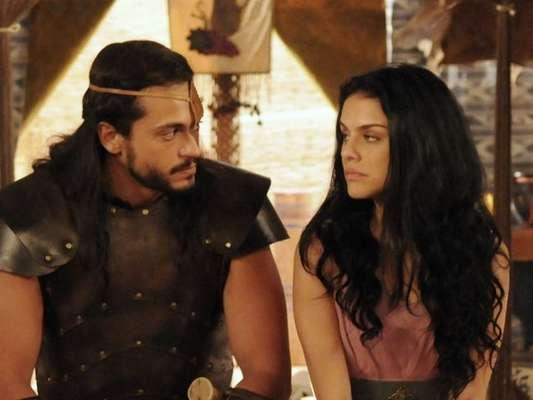 Samara (Paloma Bernardi) revela ao irmão, Tobias (Raphael Vianna), que Aruna (Thais Melchior), é irmã deles, no capítulo desta terça-feira, 10 de janeiro de 2017, da novela 'A Terra Prometida'