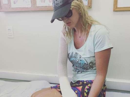 Val Marchiori está em casa após acidente em Angra nesta segunda-feira, dia 09 de janeiro de 2017