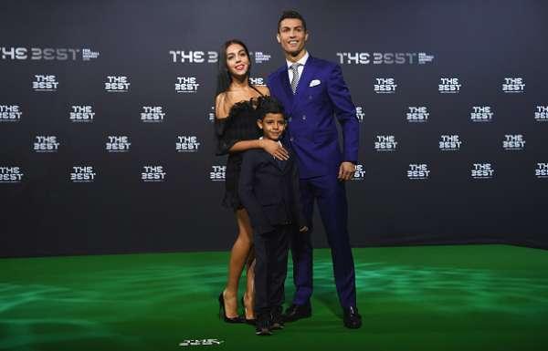 El jugador del Real Madrid Cristiano Ronaldo, junto a su novia Georgina Rodríguez y su hijo Ronaldo Junior