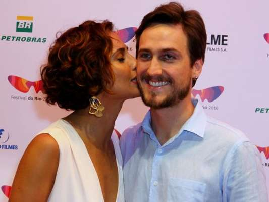 Camila Pitanga e Igor Angelkorte negam fim de namoro. 'Sem crise', diz assessoria de imprensa da atriz nesta terça-feira, 10 de janeiro de 2017