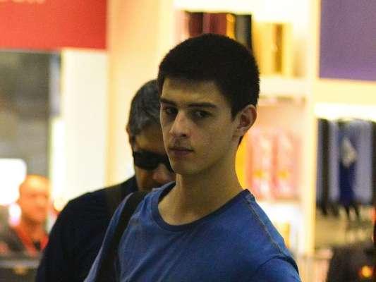 Amigo de Vinícius Bonemer, Giuliano Castro foi transferido para a unidade semi-intensiva no final da tarde desta segunda-feira, 9 de janeiro de 2017
