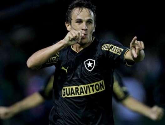O lateral-direito defendeu o Glorioso entre 2011 e 2014, conquistando o Campeonato Carioca e sendo chamado para a Seleção Brasileira