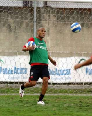 Depois de brilhar pelo Goiás em 2006, o atacante Souza foi a grande contratação do Flamengo para Liberta-2007