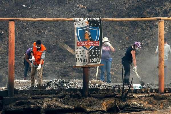 El pueblo chileno está acostumbrado a levantarse de las tragedias y esta vez no será lo contrario. Muestra de ello es Santa Olga, el pueblo de la Región del Maule que quedó totalmente reducido a cenizas.
