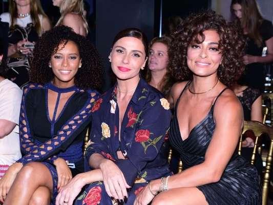 Juliana Paes, Taís Araújo e Giovanna Antonelli se encontraram no lançamento de coleção da grife Le Lis Blanc, em São Paulo, nesta quarta-feira, 1º de fevereiro de 2017