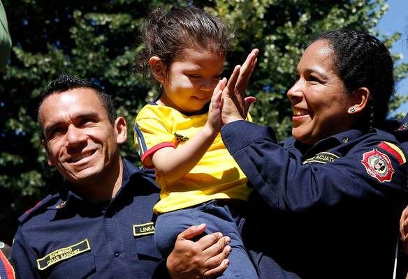 Una emotiva despedida brindó hoy la comunidad de Concepción a 30 bomberos de Colombia que llegaron el 27 de enero pasado para colaborar en el combate a los incendios forestales y que fueron parte de la múltiple ayuda internacional que recibió Chile.