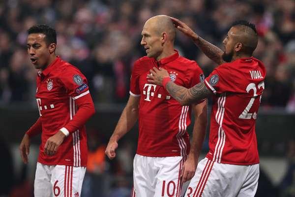 Bayern Múnich goleó por 5-1 al Arsenal en el juego de ida por los octavos de final de la Champions League, jugado en Alemania. Alexis Sánchez luchó y anotó el gol de su equipo, pero no fue suficiente. Arturo Vidal ayudó al buen funcionamiento de los bávaros e incluso estuvo a punto de marcar.